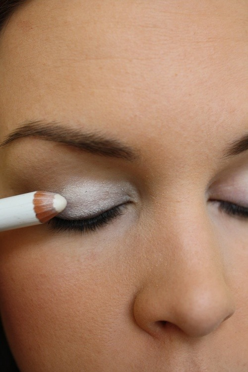 Creamy White Eyeliner For Brighter Eyeshadow Pigment!